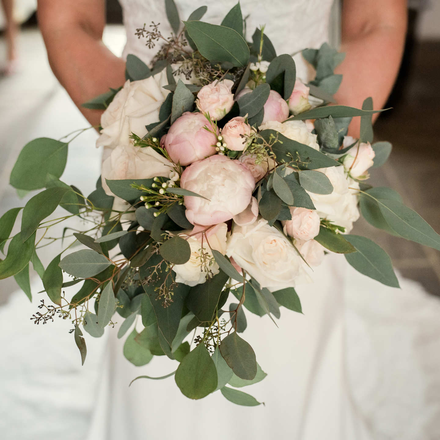 Spring wedding bouquet how to hold