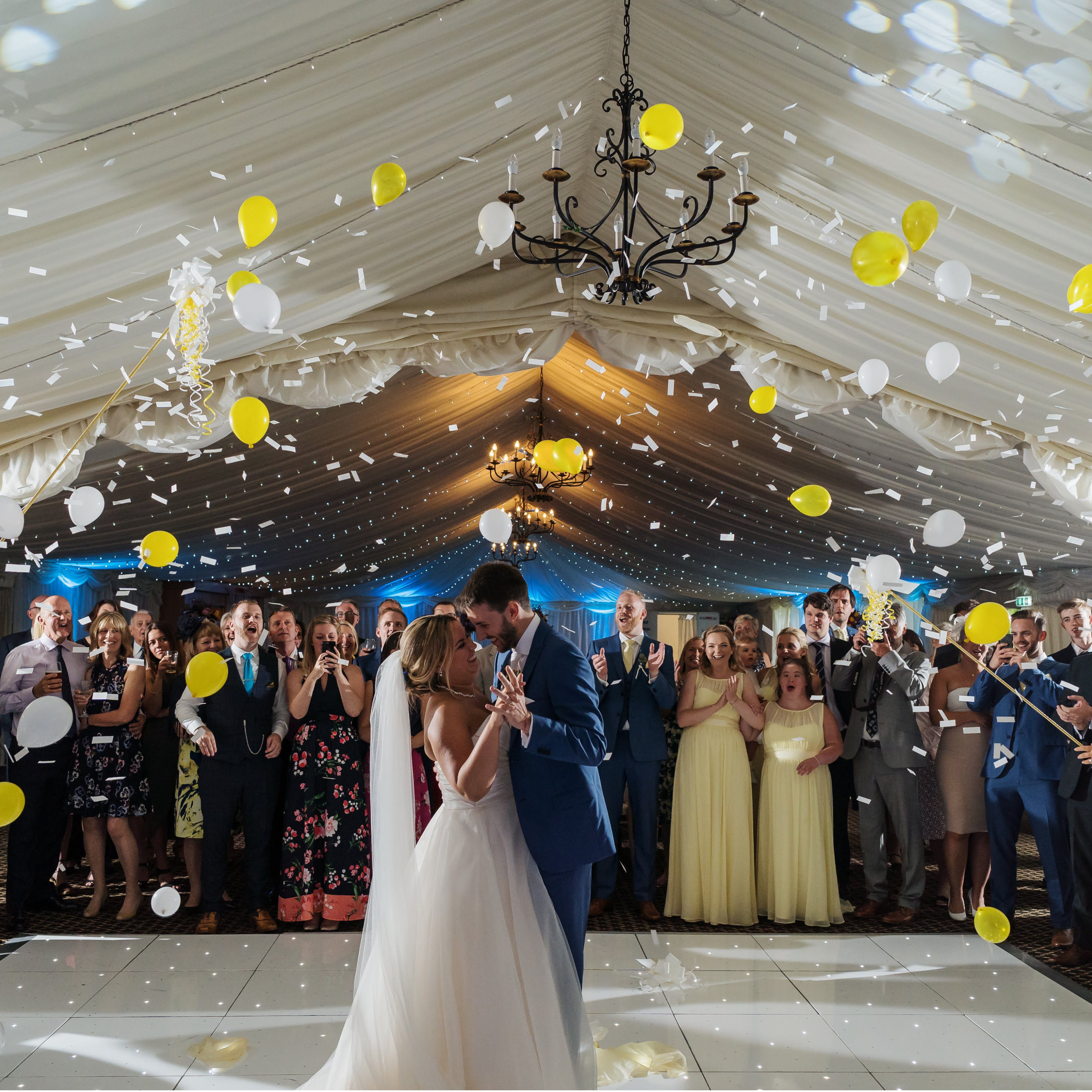 Wedding decorations with balloons, first dance with balloons