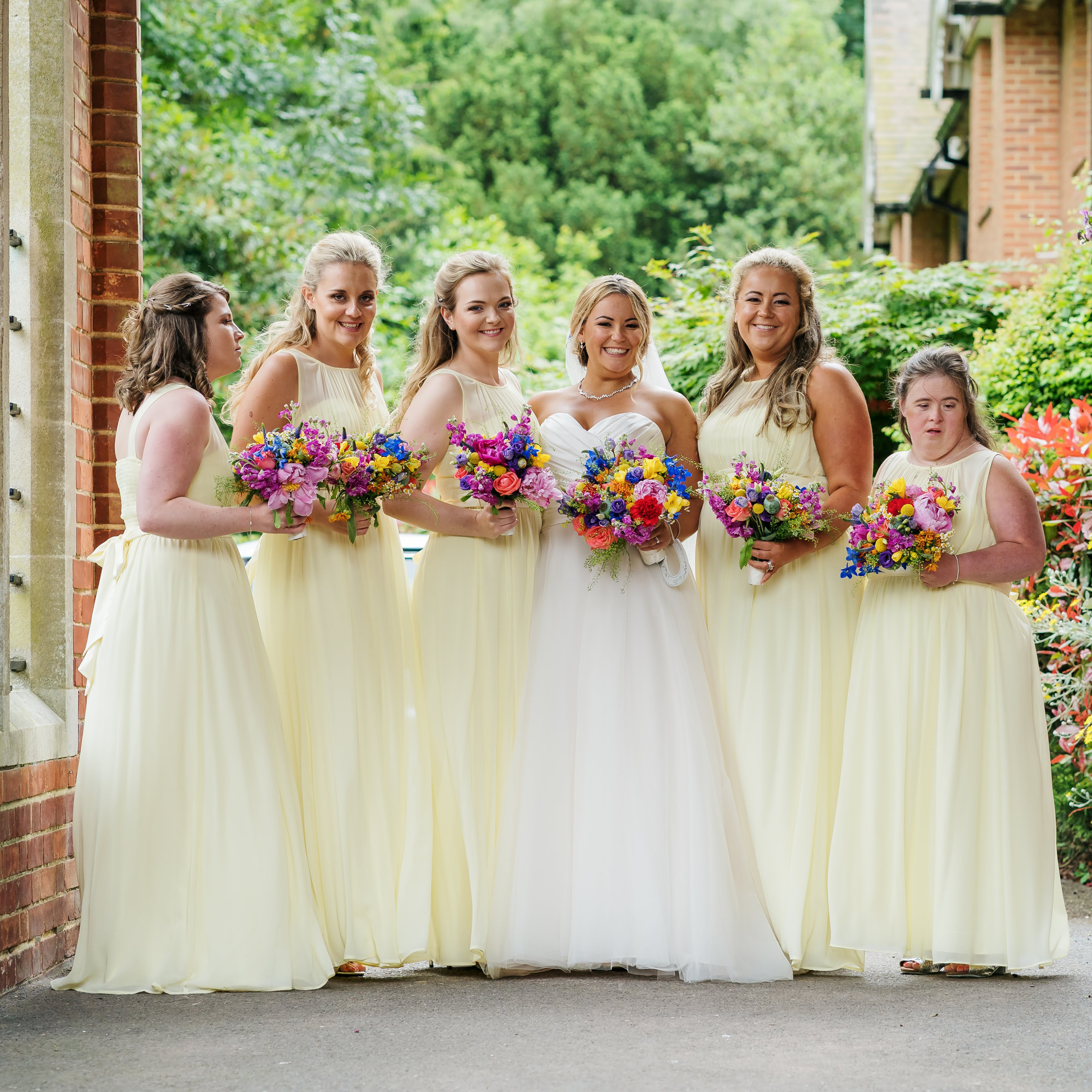 What does a bridesmaid do, bridal party, wedding party jobs